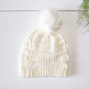Time & Tru Cable Knit Faux Fur Pom Cream Beanie